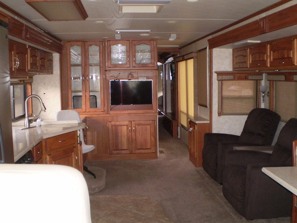 2007 Monaco Rambler-Interior Kitchen Sitting Area